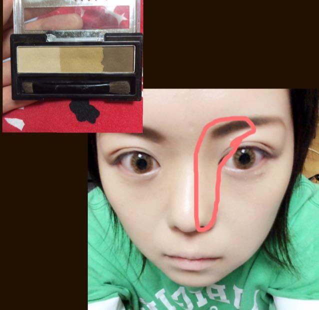 眉毛はつり気味にへの字になるように。ガッツリ濃くします。ノーズシャドウもガッツリ!赤線のところにやってます。