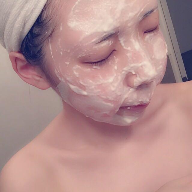 ○そしてここで最近はまっている小麦粉パック!小麦粉大さじ1にお水大さじ1を加えてネチネチ具合で顔に塗るだけ!5〜10分私は放置します。置きすぎると固まって粉が取れにくくなります。週1〜2でしてるよ。♡
