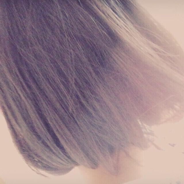 髪型は韓国ではタンバルモリって言うのが流行っていますね。ボブの可愛いですよ。