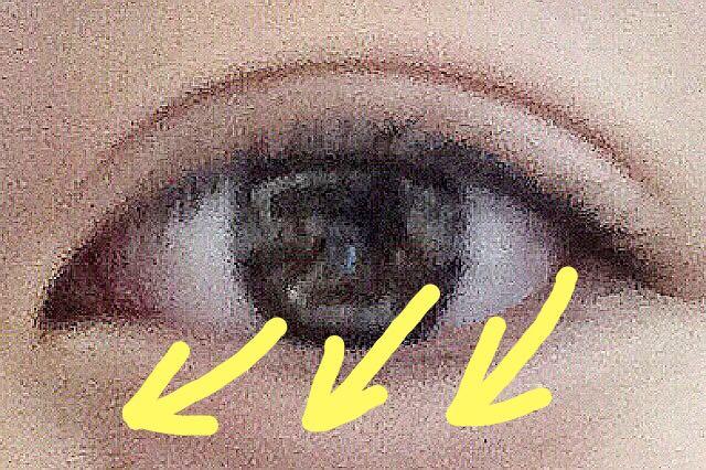 下まつ毛は目頭へ流すようにマスカラを伸ばす