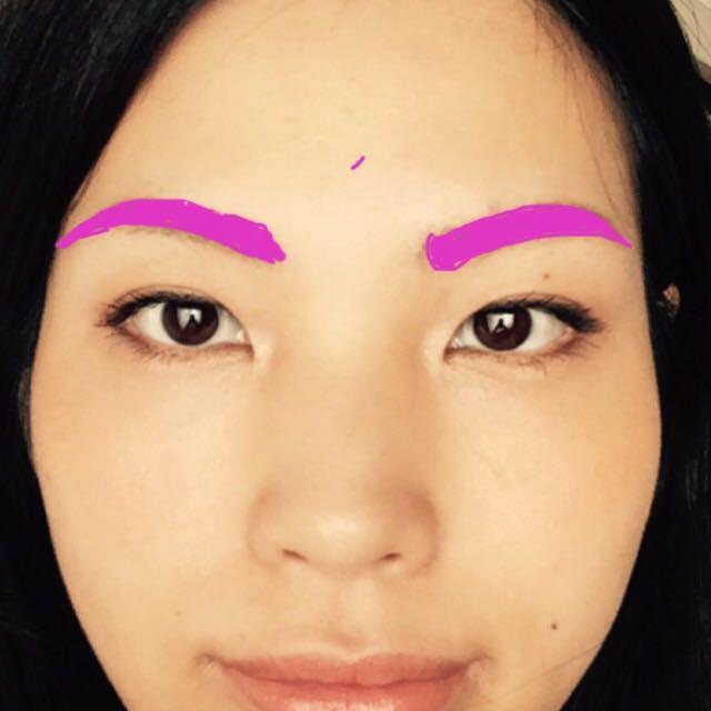 眉は骨格や毛の生え方に合わせてナチュラルに。