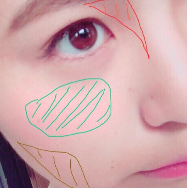 アイブロウパウダーで赤線のところを塗ります。 チークはだ円に高めにぬります。 顔を引きしめるために(シェーディングを持ってないので)アイブロウパウダーをチークブラシで頬骨の下にぬります。