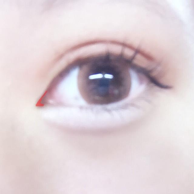 古川優香ちゃんは目と目が近く横長なので、キャンメイクのブラウンアイライナーを使って切開ラインを引きます。 ✴︎ポイント ブラウンを使うことによって自然に見せることができます。