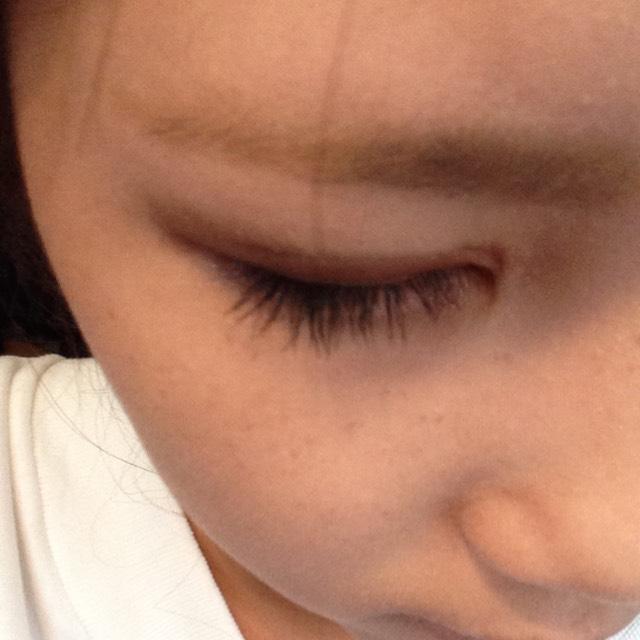 キャンメイクのノーズシャドウのブラウンを使って眉毛をかきます
