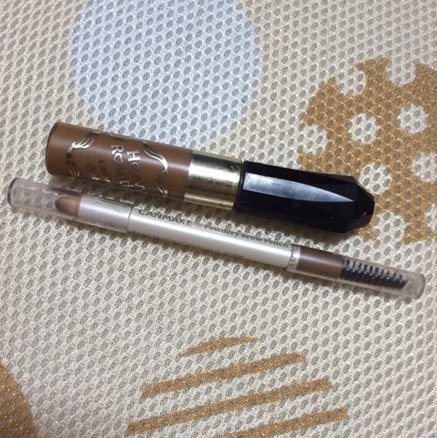 次に、眉毛です。 眉毛はキャンメイクのPowdery Brown PencilとHeavy Polationを使っています。