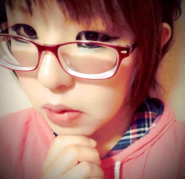 目の下に青シャドー入れてみました(*^o^*)