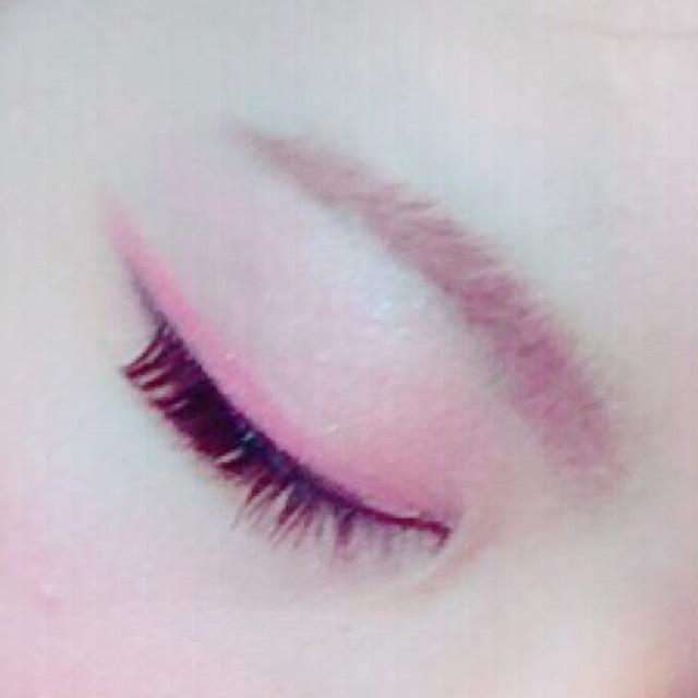 眉は全てKATEを使ってます(๑•̀ㅁ•́ฅ✧ ペンシル→パウダー→眉マスカラの順。  ペンシルで下だけ縁取ります。いかにも描いてる感じが出るのが嫌いだから、上は縁取りません。  いつもは眉マスカラまでしたら眉コートをして終わりなのですが、この日は眉マスカラが乾いた後に、ABのピンクのアイブロウパウダーを筆にとってプラスしました♡