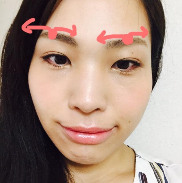 眉忘れた(笑)○印を始点に眉尻、また始点から眉頭、というふうに始点が濃く、左右が薄くなる感じで描き、足りない部分はペンシルで毛を描き足す。