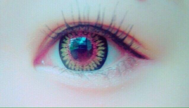 カラコンKandyMagicNo.14ヘーゼルを入れてアイラインを目の形にそって引いて涙袋を作ったら終わりです!