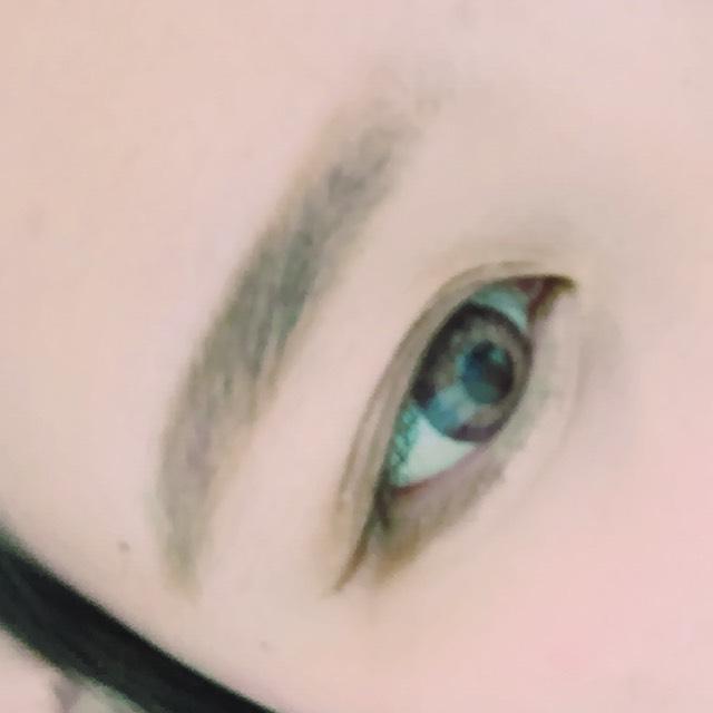 眉毛はこんな感じで並行太眉