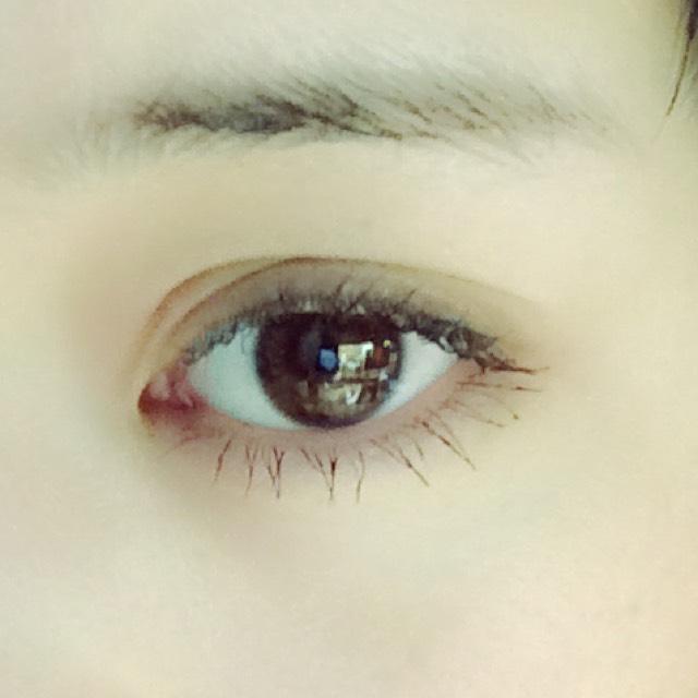 普段のメイクのまま眉毛だけオフした状態です、コスプレの際は元の二重を更に無理やり幅広くしておきます!ほんとコレが全て。