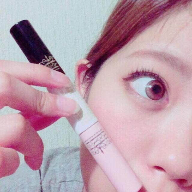 マスカラを塗りまーす! ピンクの方は美容液&下地 黒の方がマスカラ! 綺麗になるし最高ですよ〜^_^