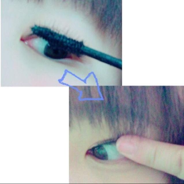 ビューラーでまつ毛をあげてからマスカラを塗ります。 マスカラを塗った後に指で抑えるとまつ毛が上がったままをキープできる(気がするww)
