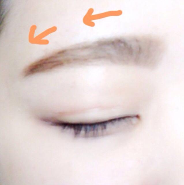 毛並みに沿うように眉マスカラを目頭から塗り、綿棒などではみ出した部分を拭う。完成♡ᵕ̈*⑅୨୧