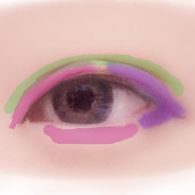 次にアイシャドウです。瞼全体にアイボリーを塗ったら二重幅全体に明るい茶、ピンクにアイボリー+ゴールドをのせ紫に目のキワにいくにつれて濃くなる濃茶グラデを。