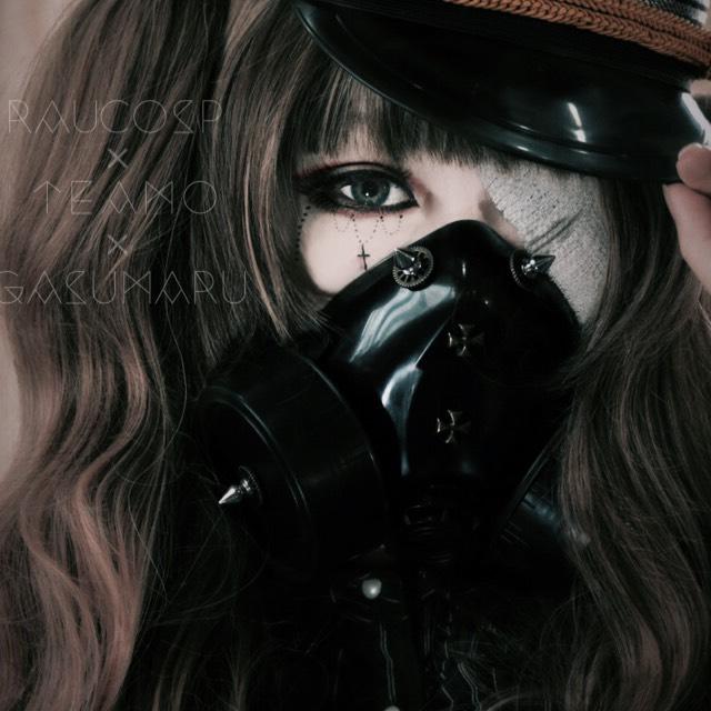 ウイッグネット→包帯→ガスマスク→ウイッグの順に被ったら完成です ガスマスクをつけると髪が押さえつけられ不恰好になってしまうので必ずウイッグの中に仕舞いましょう