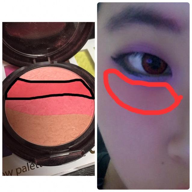 次にチークの赤を目の少し下に塗って下さい。赤がほんのり分かる感じがいいです!