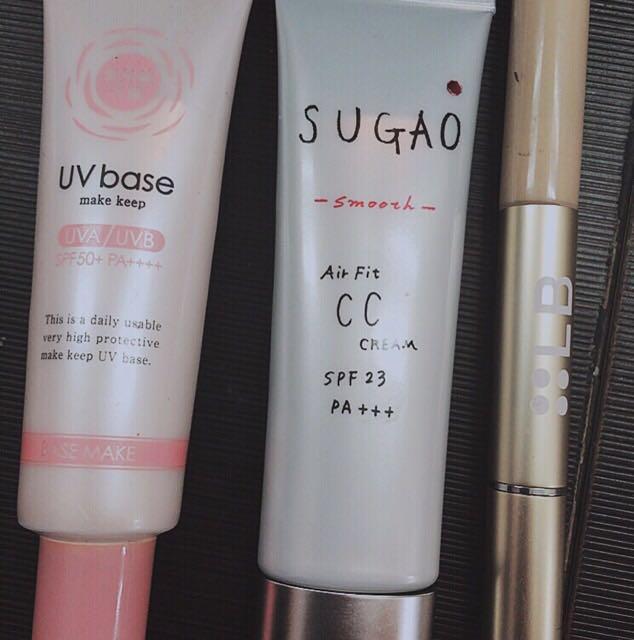 保湿→下地(顔全体)→CCクリーム→コンシーラー  日焼け止めも化粧下地代わりになります。  CCクリームは顔の端まで塗るより、髪から顔が見える部分だけで大丈夫だとおもいます