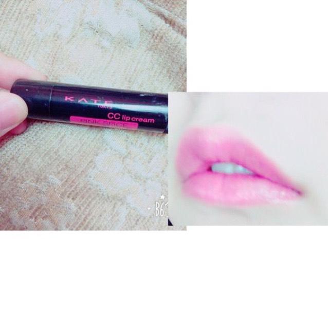 ピンク系の口紅やリップを塗れば出来上がり。