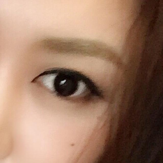 眉毛は自然な感じに 細くならないように書きます 自眉が整ってる方はパウダーでも大丈夫です!