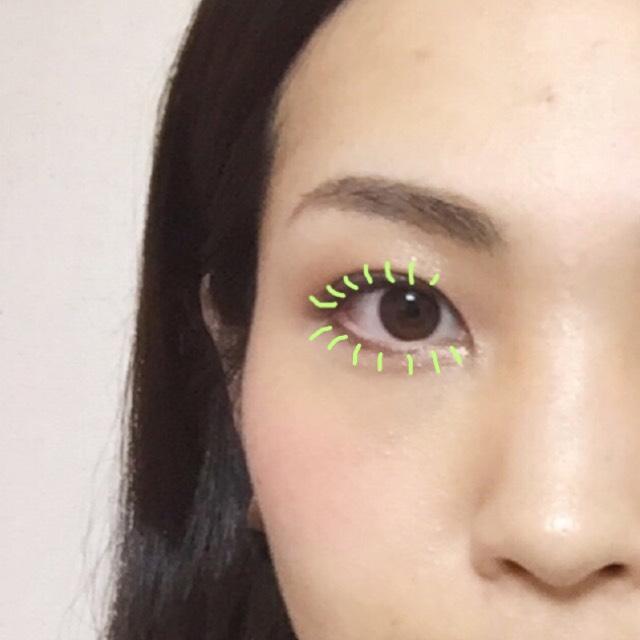 アイラインは茶色で目のキワだけをほそーく入れる。  まつげの向きはこんな感じ。