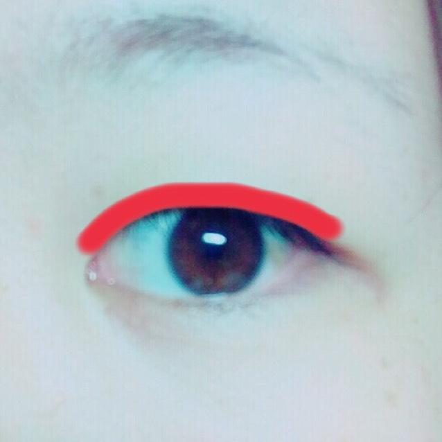 赤い線のとこにアイトークをぬります。 半透明になるまで乾かします。