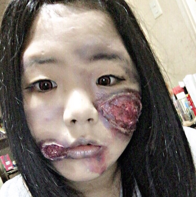 ゾンビ傷メイクのAfter画像