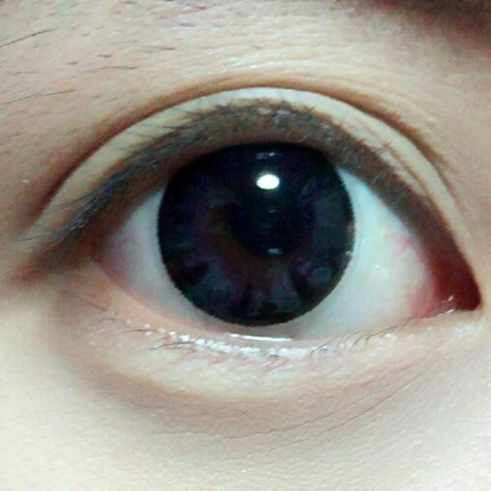 カラコンは黒に近い紫にしたよ!14.5mmでかなりデカ目(><)