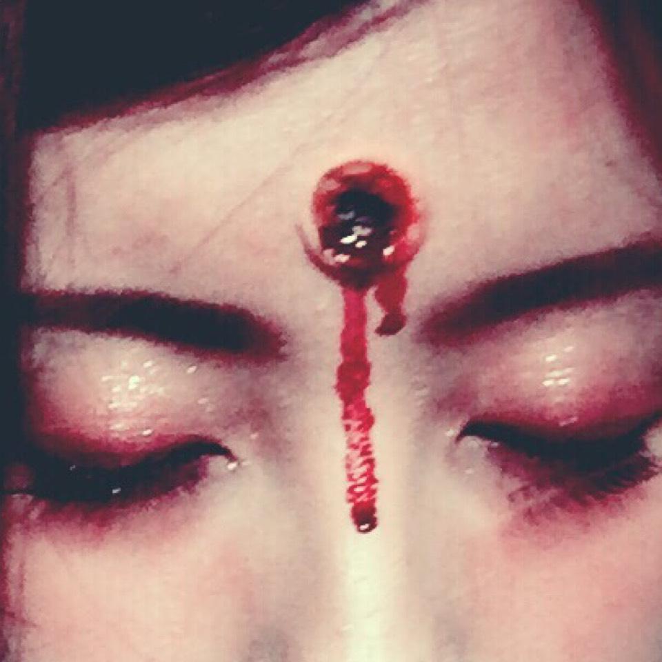 リアルに見せるために血糊を垂らしてみたよ!