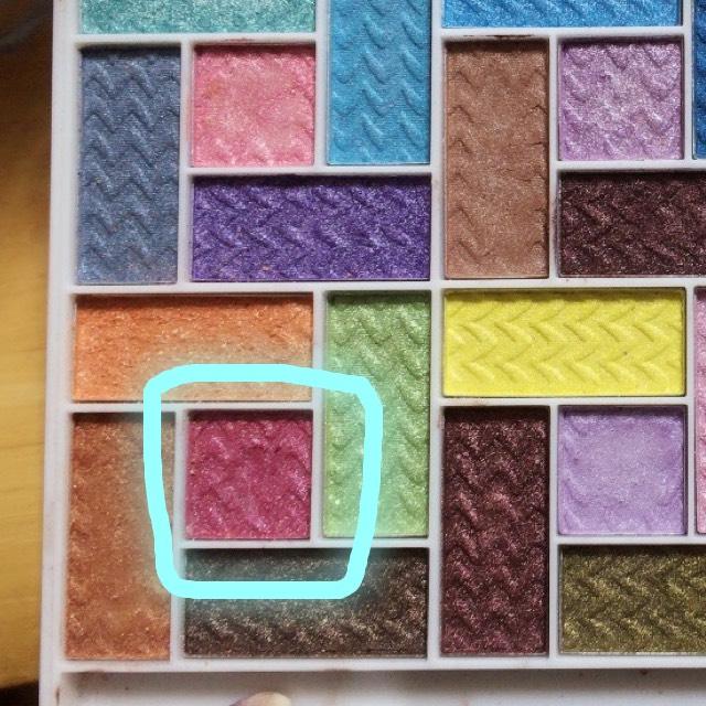 次に画像のL.A.COLORSのパレットの水色で囲んだ色を使います。