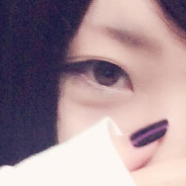 ピンクシャドーの猫目メイクのBefore画像
