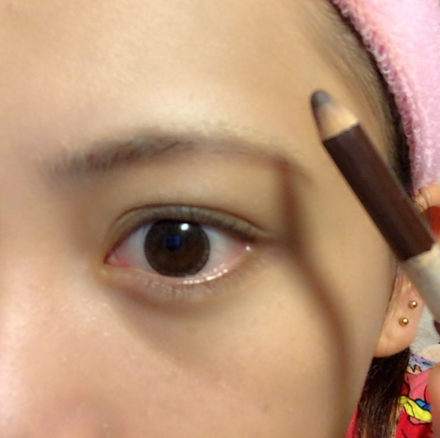 眉毛かきかき 眉尻の方だけペンで書きます  ビボ アイブロウ