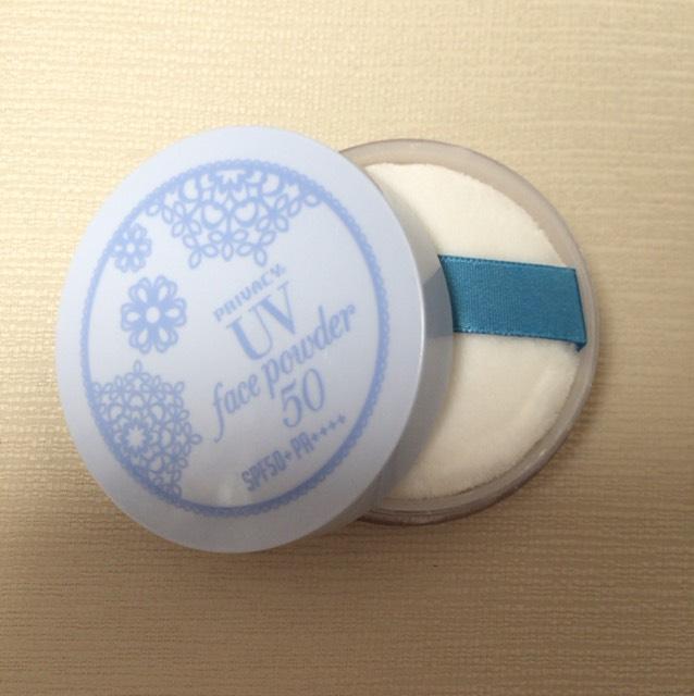 UV効果のあるフェイスパウダー。ベタつき防止のために使用。ほんのり色つきでナチュラルに仕上がります! お好みでコンシーラーを!