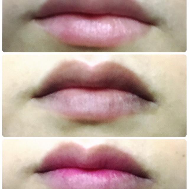 ピンクのリップクリーム ↓ 黒い口紅を薄く ↓ 唇の内側にピンクの口紅をぬります。