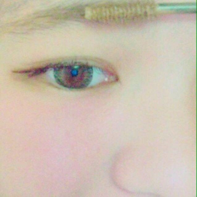 眉マスして形を整えます。