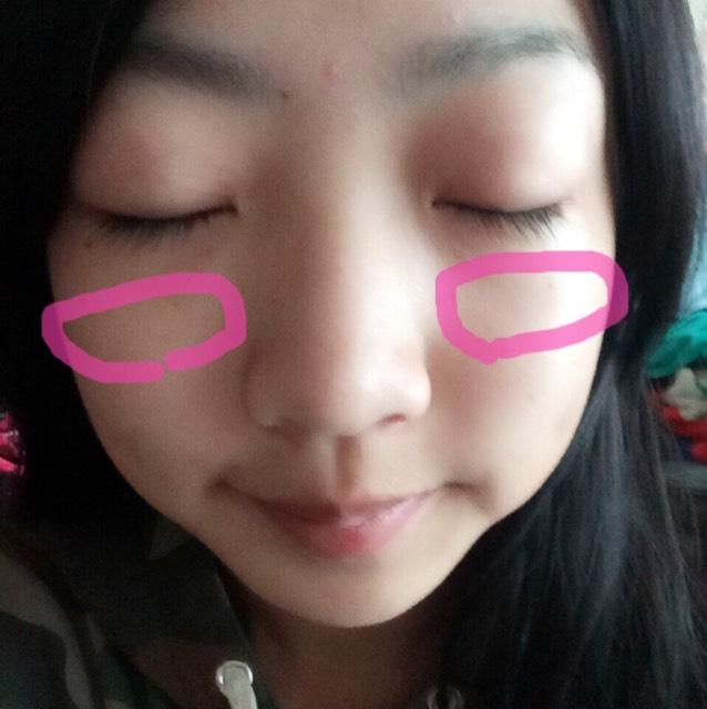 ①を顔全体にムラなく塗ります そのあと、②をピンクのところに塗ります