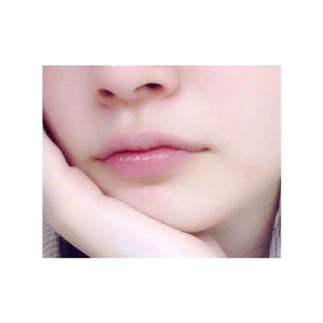 這是素顏時的唇色。