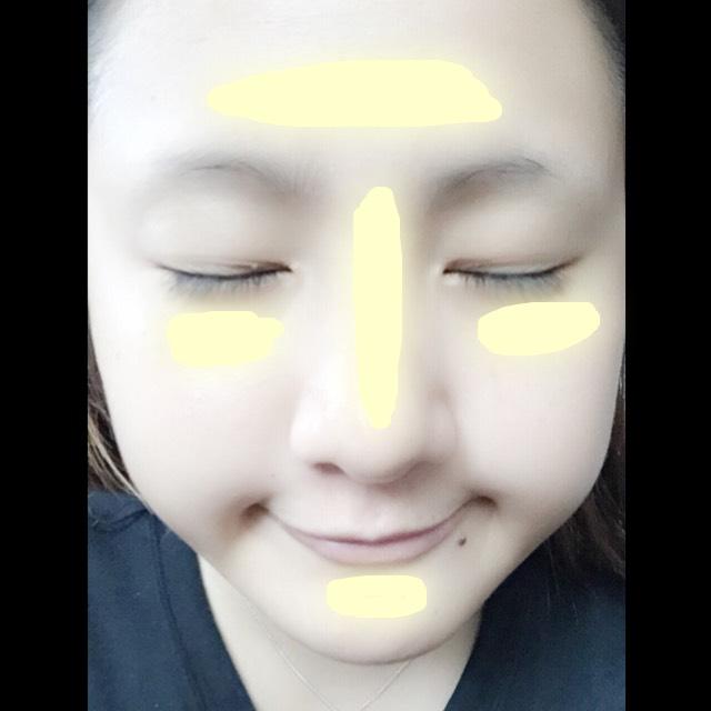 次に、キャンディードール(ライトベージュ)を写真のように置いて でこは、眉上にのばす 目元は、目全体にのばす 鼻は、鼻筋に沿ってのばす あごは、あご全体にのばす