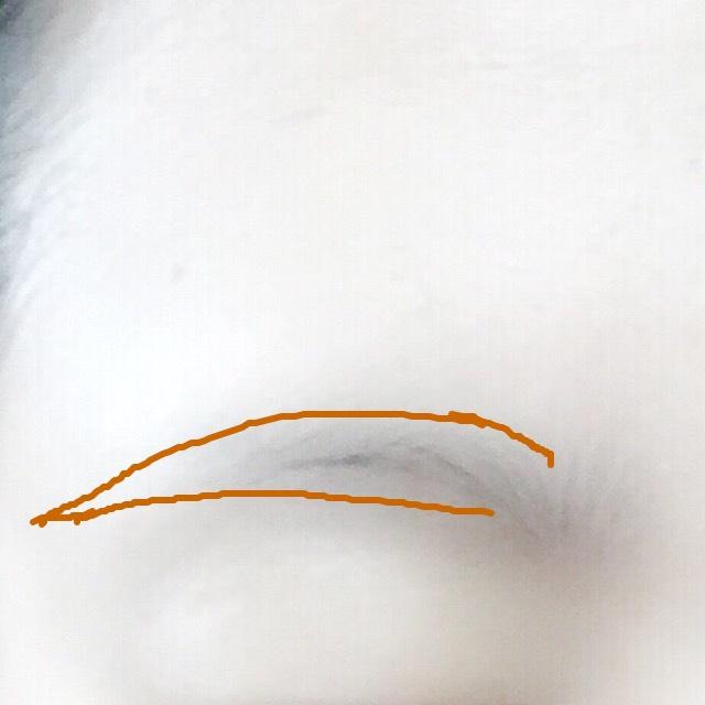 眉毛は下を平行に書くことでよりハーフ顔に近づけます!