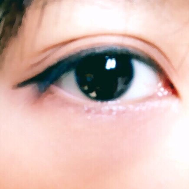 下瞼目尻三分の一にもラメなしブラウン。