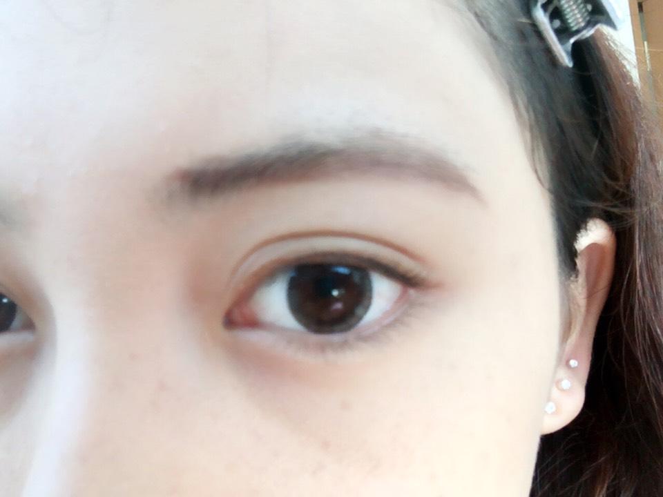 今日はなるべく、太く濃く眉毛を書きたいので眉頭以外はペンシルで描き描き〜