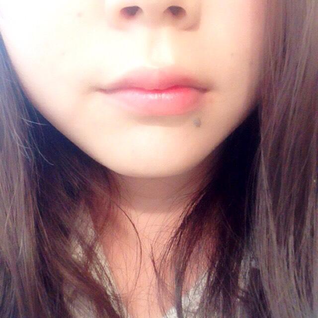 口紅は結構濃いめのほうが顔がはっきりしていいと思います。