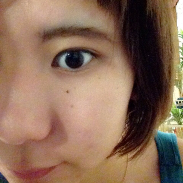 眉毛が生えている部分だけ眉マスカラをして、毛流れを整えます。この時書いたところにつくと落ちやすいので注意!