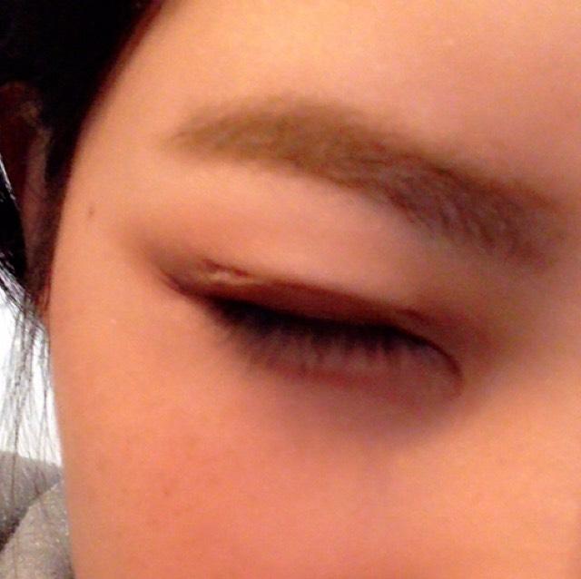 ②の眉マスカラを塗っていきます