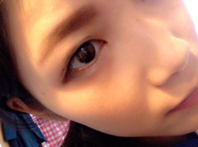 ①で眉毛を描きます 平行で太い眉毛を意識して下さい