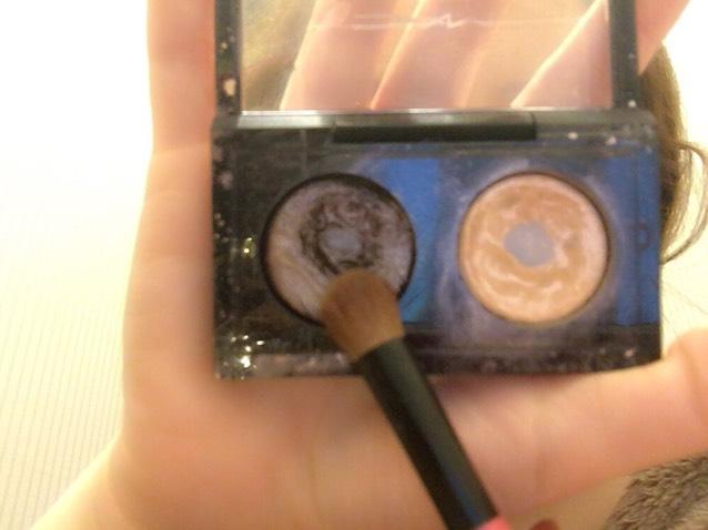 7.クリームチークを塗った所の上から締め色を少量塗る