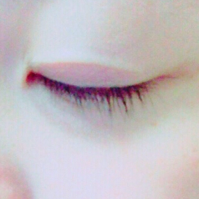 目を瞑るとこんな感じです。