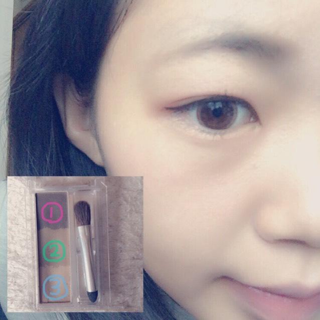 ①②を混ぜて眉毛を書きますその後に眉マスカラを塗ります