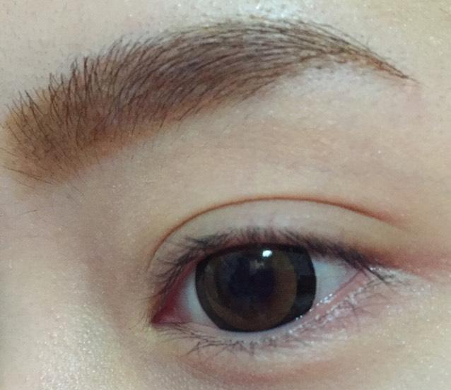 眉毛を描きます  詳細は 自己流 眉毛の書き方 にあります