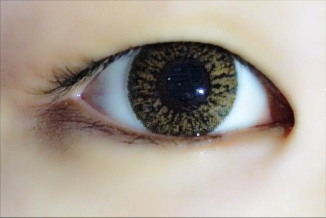 元の目はこんな感じです!ばっちり重め一重です!